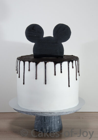 Mickey mouse taart drip taart black and white taart